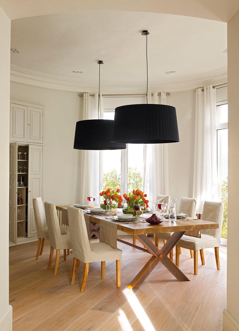 Un piso al m s puro estilo 39 el mueble 39 for Mesa comedor madera maciza