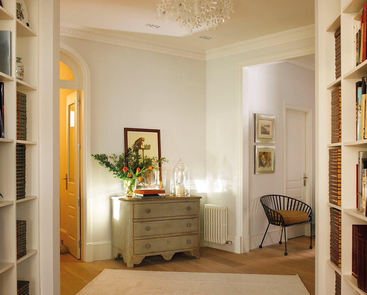 Un piso al m s puro estilo 39 el mueble 39 - Decoracion puertas blancas ...