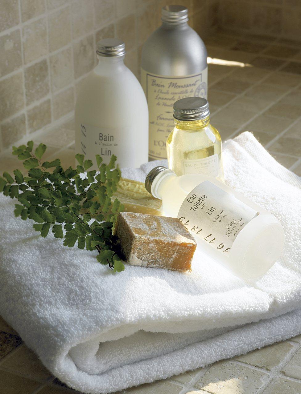 Lavar bien gastar menos for Cuelga toallas bano