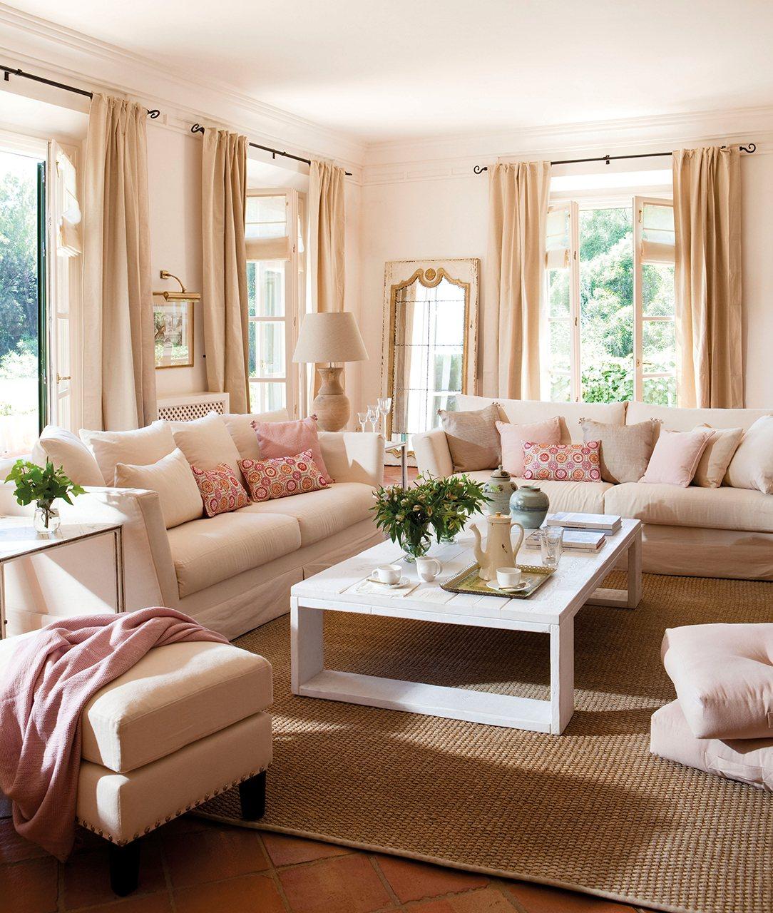 C mo elegir telas para las cortinas del sal n for Muebles romanticos blancos
