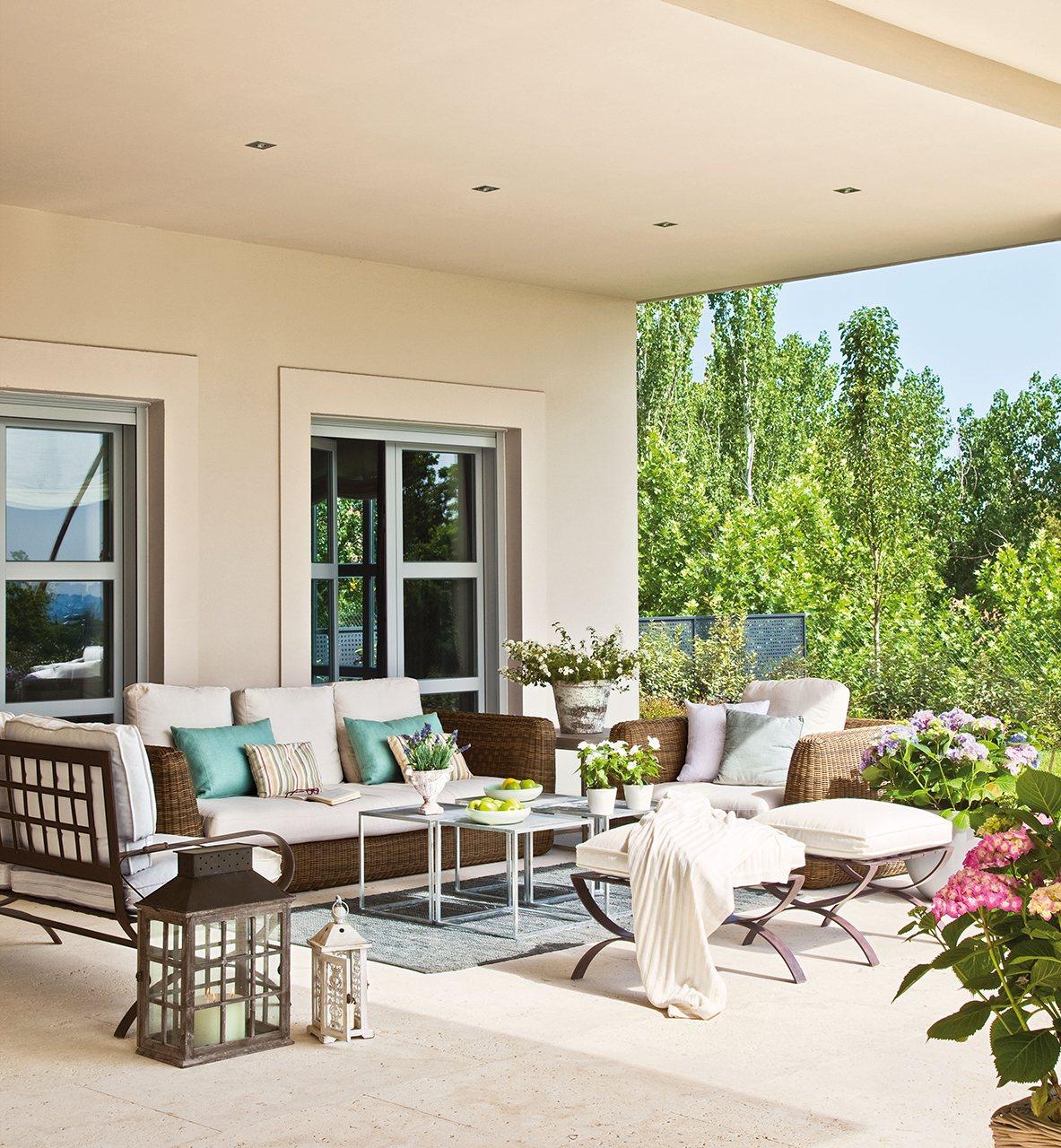 Una casa llena de luz en el oeste de madrid for Sofas para porches