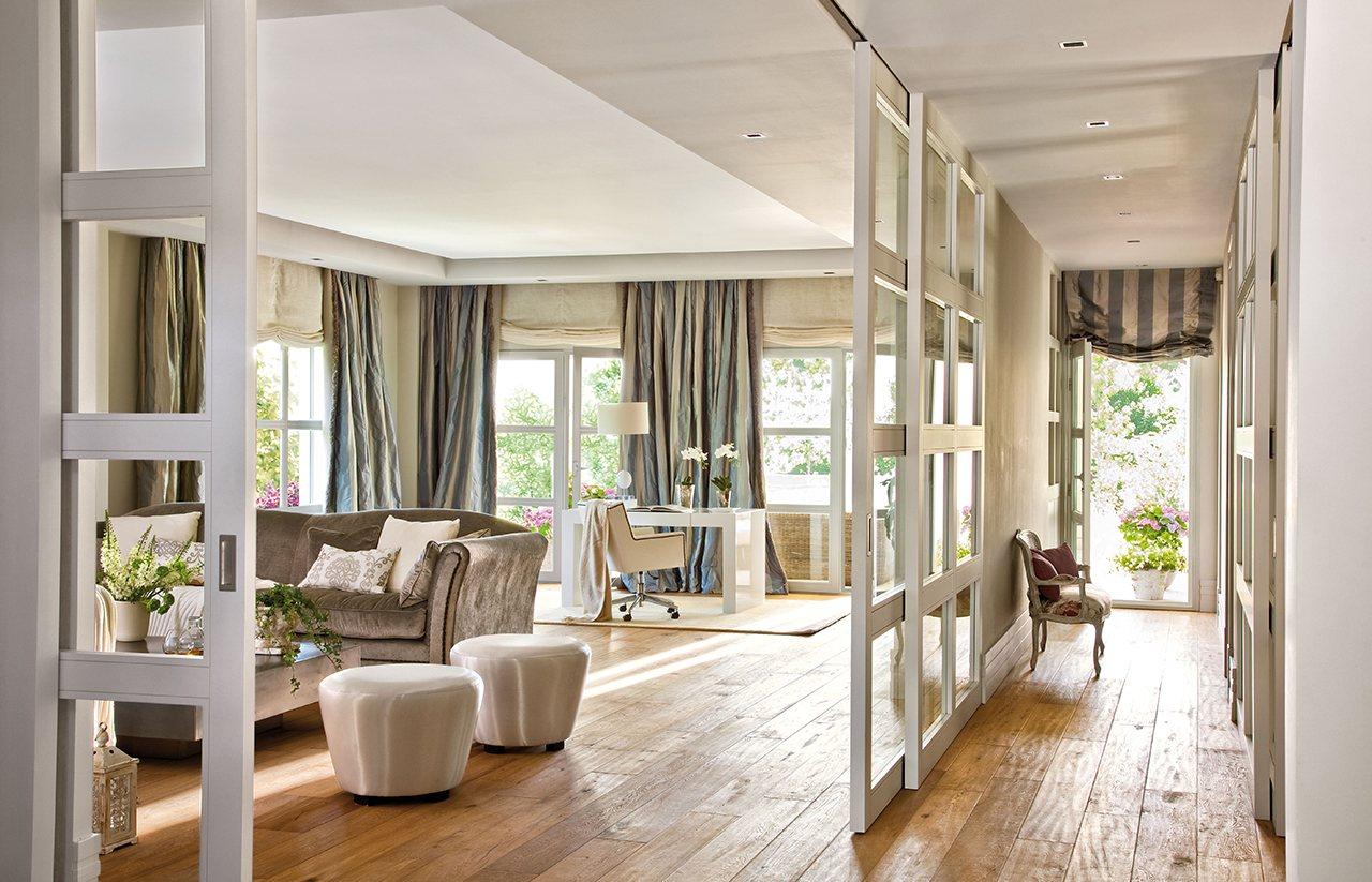Una casa llena de luz en el oeste de madrid for Cortinas salon gris y blanco