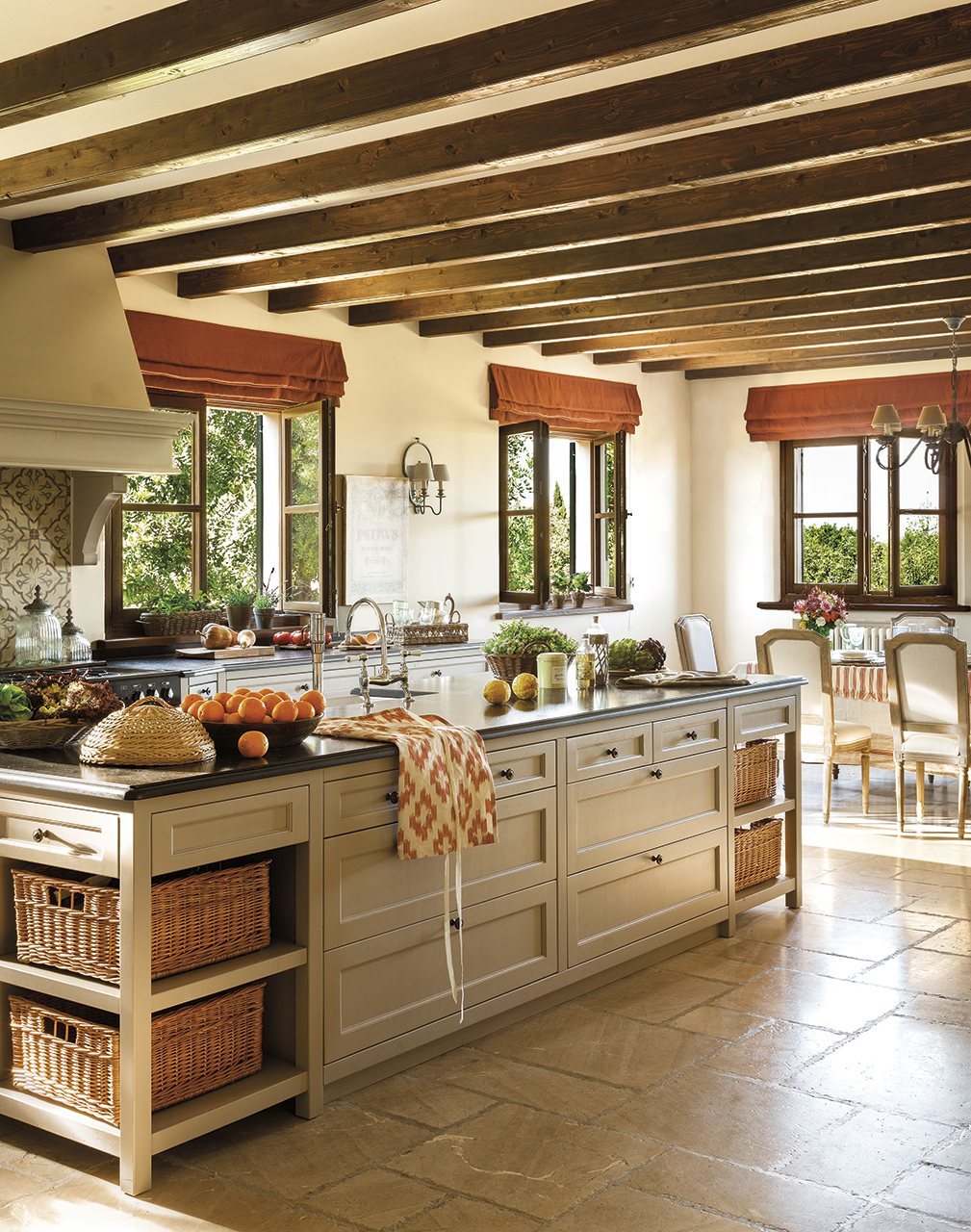 La casa de una princesa en mallorca for French chateau kitchen designs
