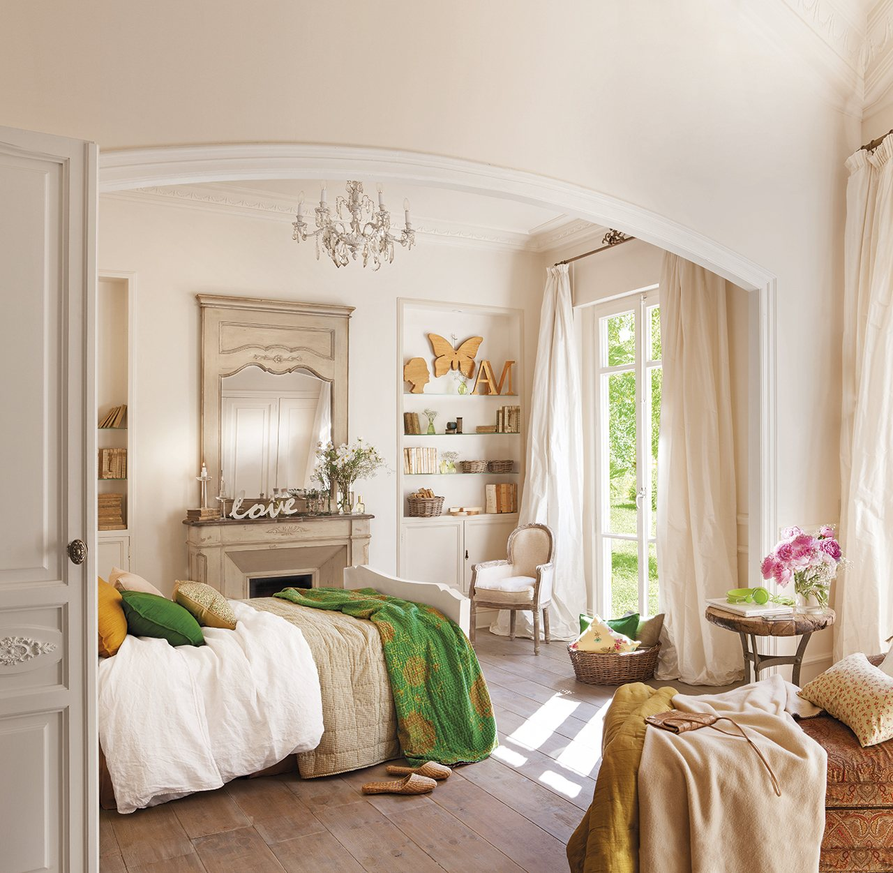 Los 10 dormitorios m s bonitos del a o for Lamparas cabezal cama