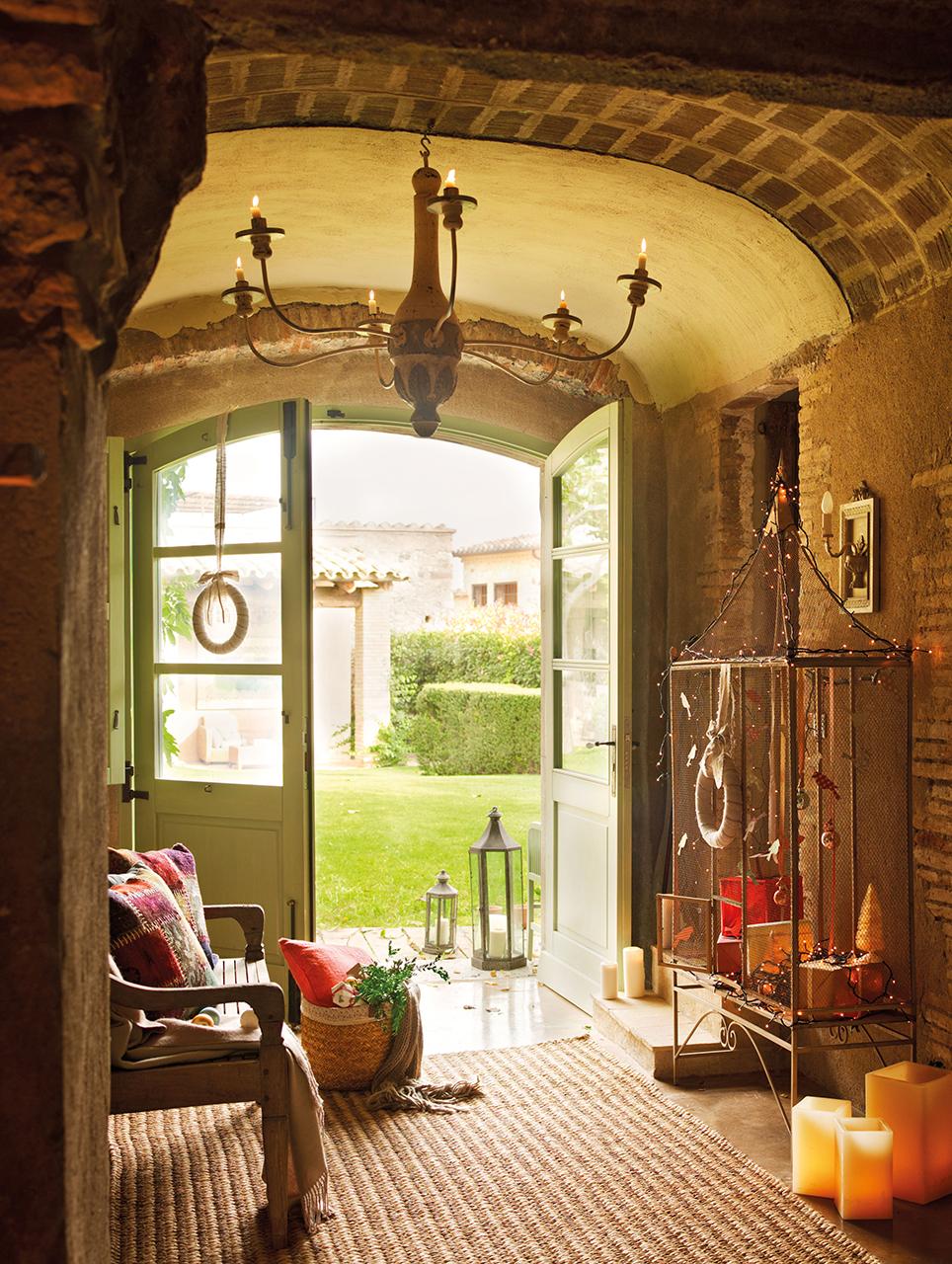 La navidad en una antigua casa de labranza reformada - Arcos de ladrillo visto ...