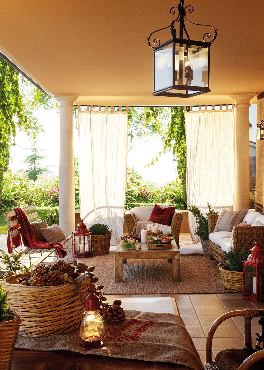 Una casa de navidad para disfrutar en familia for Mesa porche