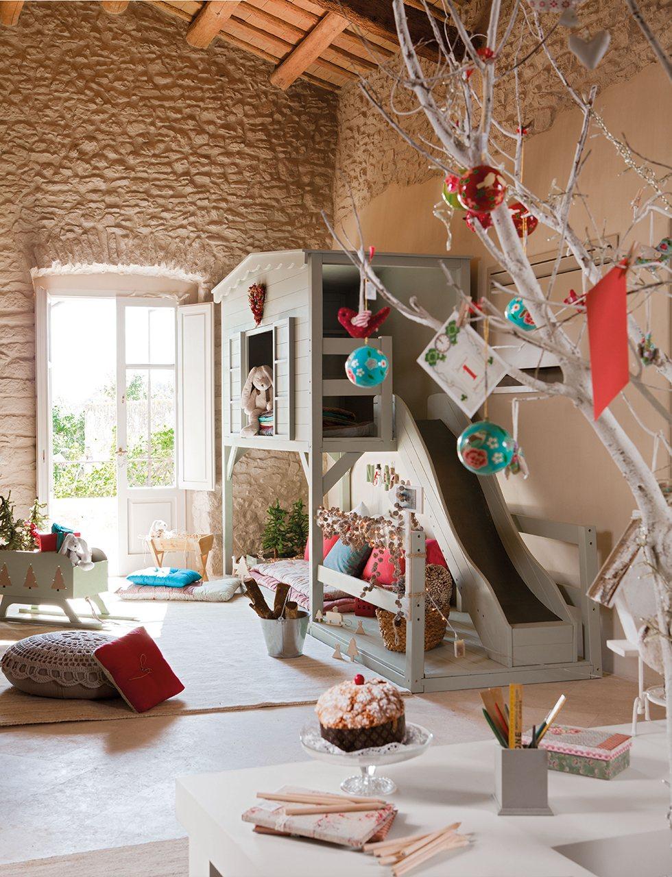 Habitaci n infantil con decoraci n de navidad - Casita con tobogan para ninos ...