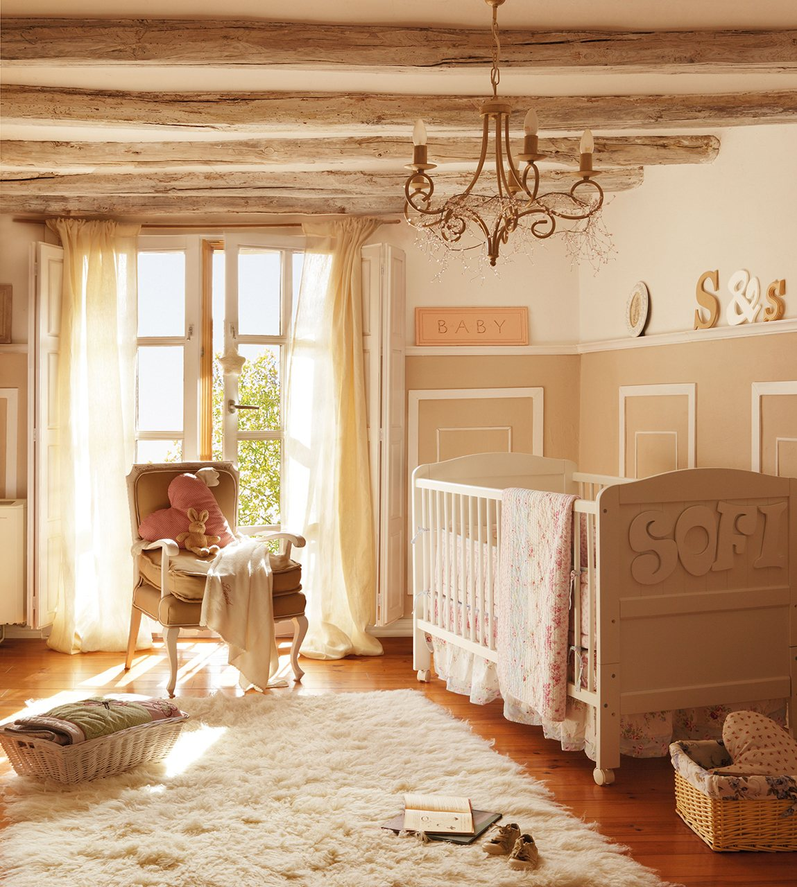 Decorar su primer dormitorio - Dormitorio beige ...