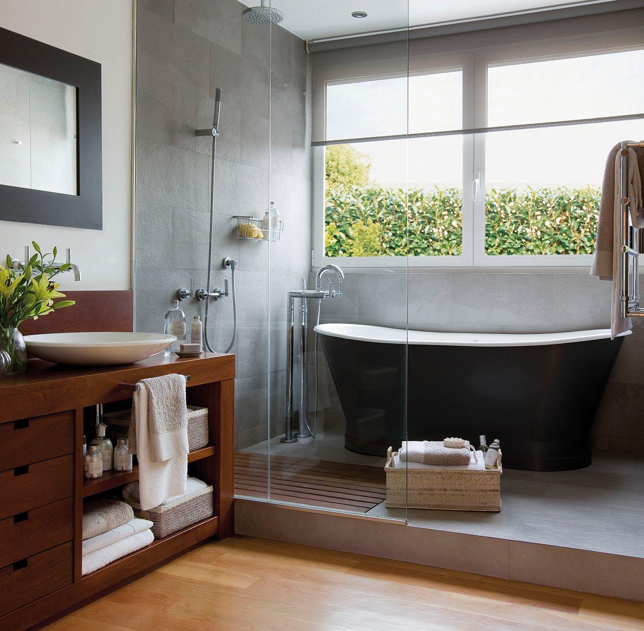 Una ducha moderna ecol gica y pr ctica - Baneras y duchas ...