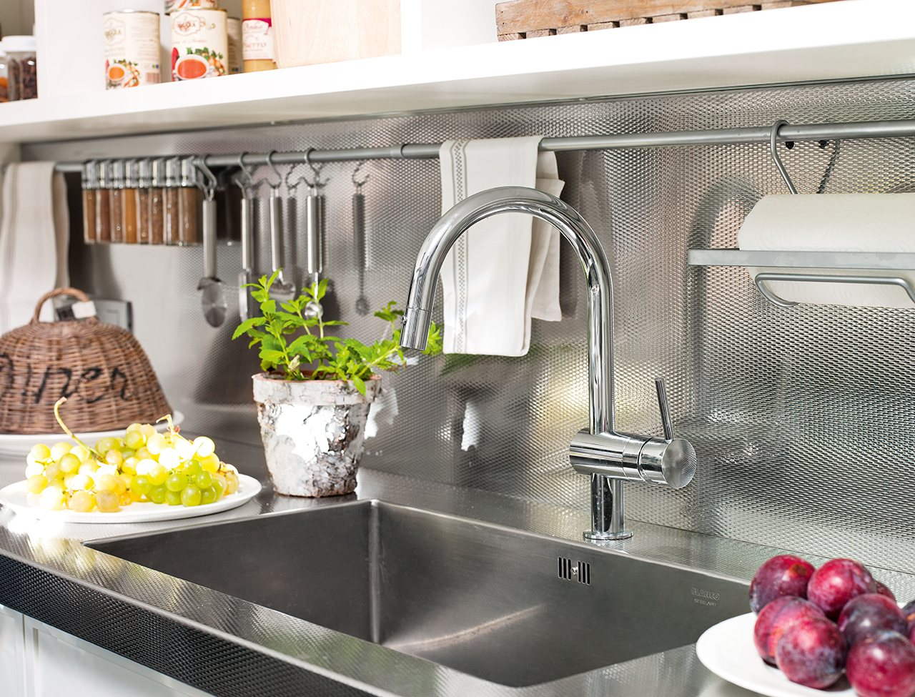 Ideas para aprovechar el espacio en las cocinas peque as for Fregaderos modernos