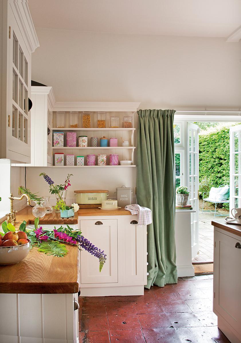 Muebles de cocina peque a de madera ideas for Muebles de cocina xoane