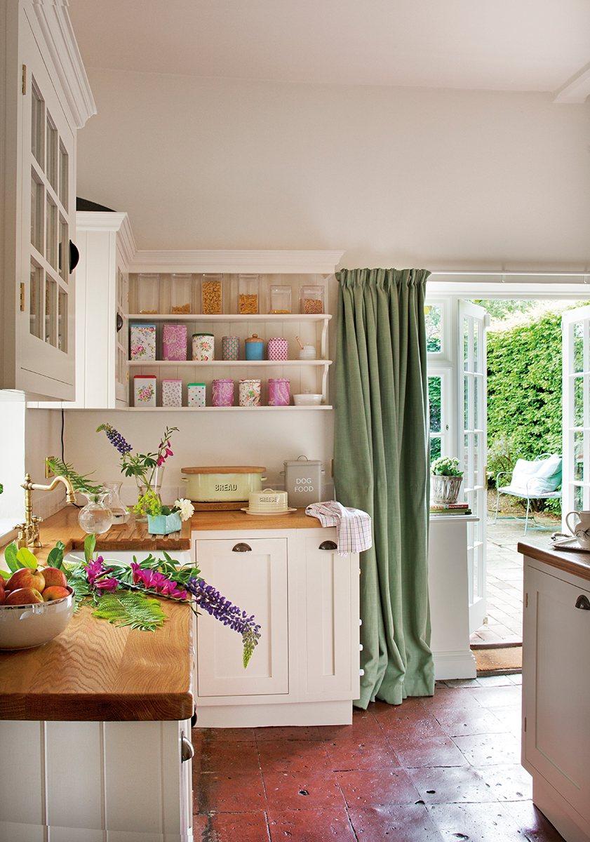 Ideas para aprovechar el espacio en las cocinas peque as for Encimeras de madera para cocinas