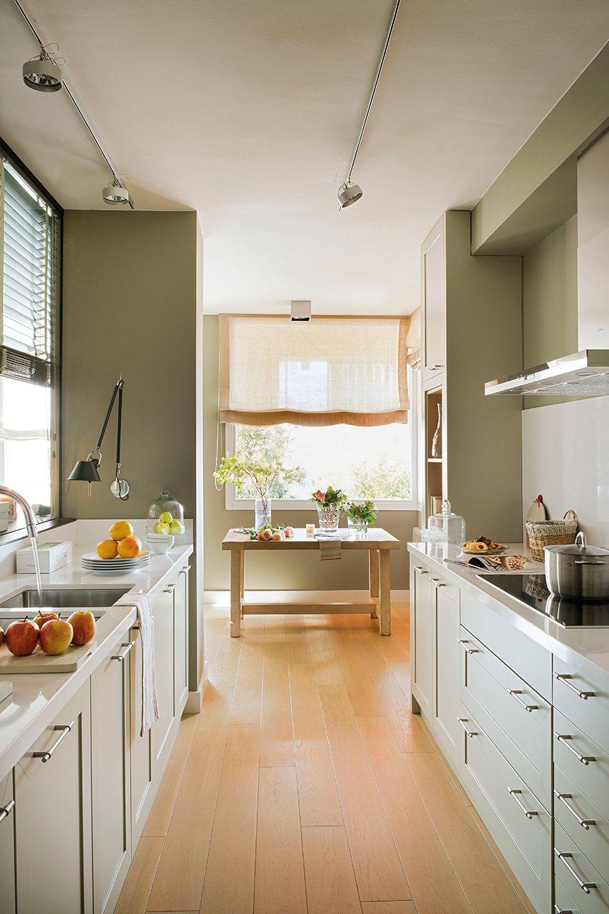 Un piso pr ctico y vers til con muchos espacios de almacenaje for Muebles para una cocina