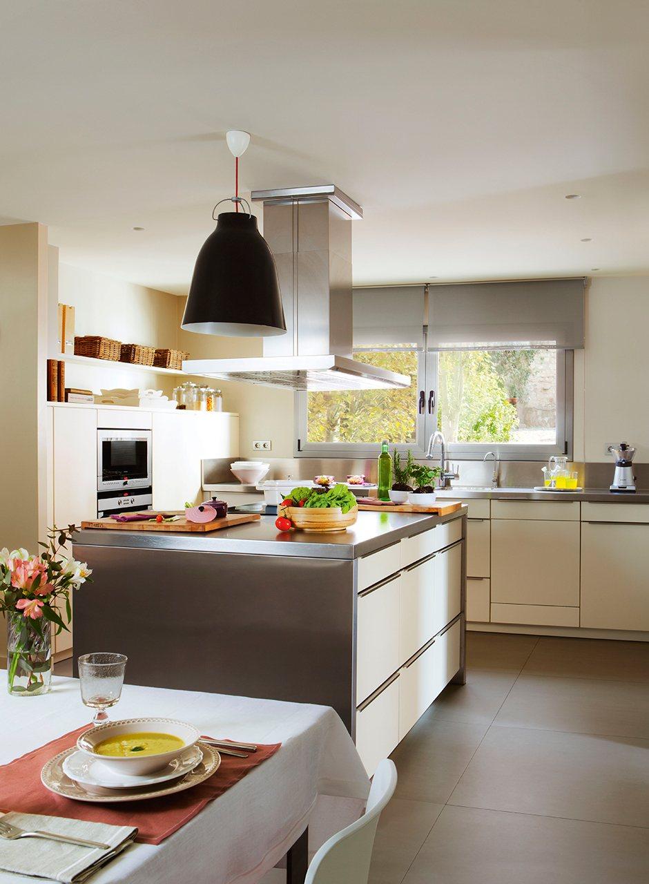 Cocina todo en uno con isla office y planchador - Cocinas con office fotos ...