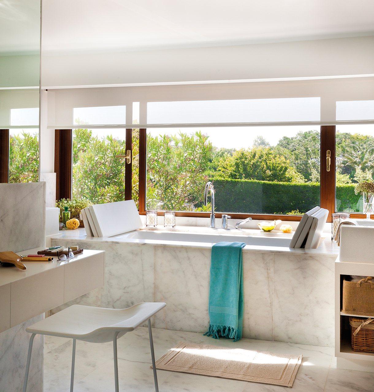 Un ba o reformado con spa mucha luz y fant sticas vistas for Baneras vistas