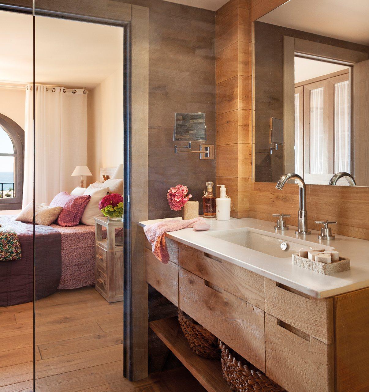 Reforma de una casa en la costa brava - Mueble de bano madera ...