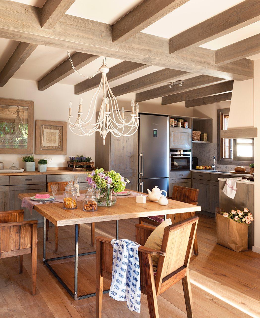 Reforma de una casa en la costa brava - Lamparas para techos con vigas de madera ...