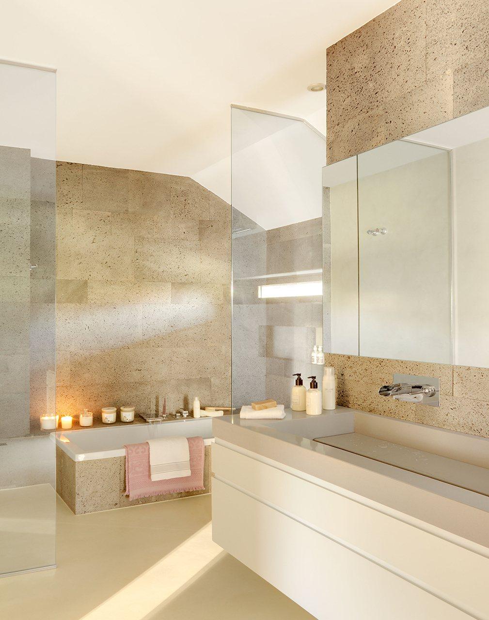 Los suelos perfectos para tu casa resistentes y bellos for Revestimiento sintetico para banos
