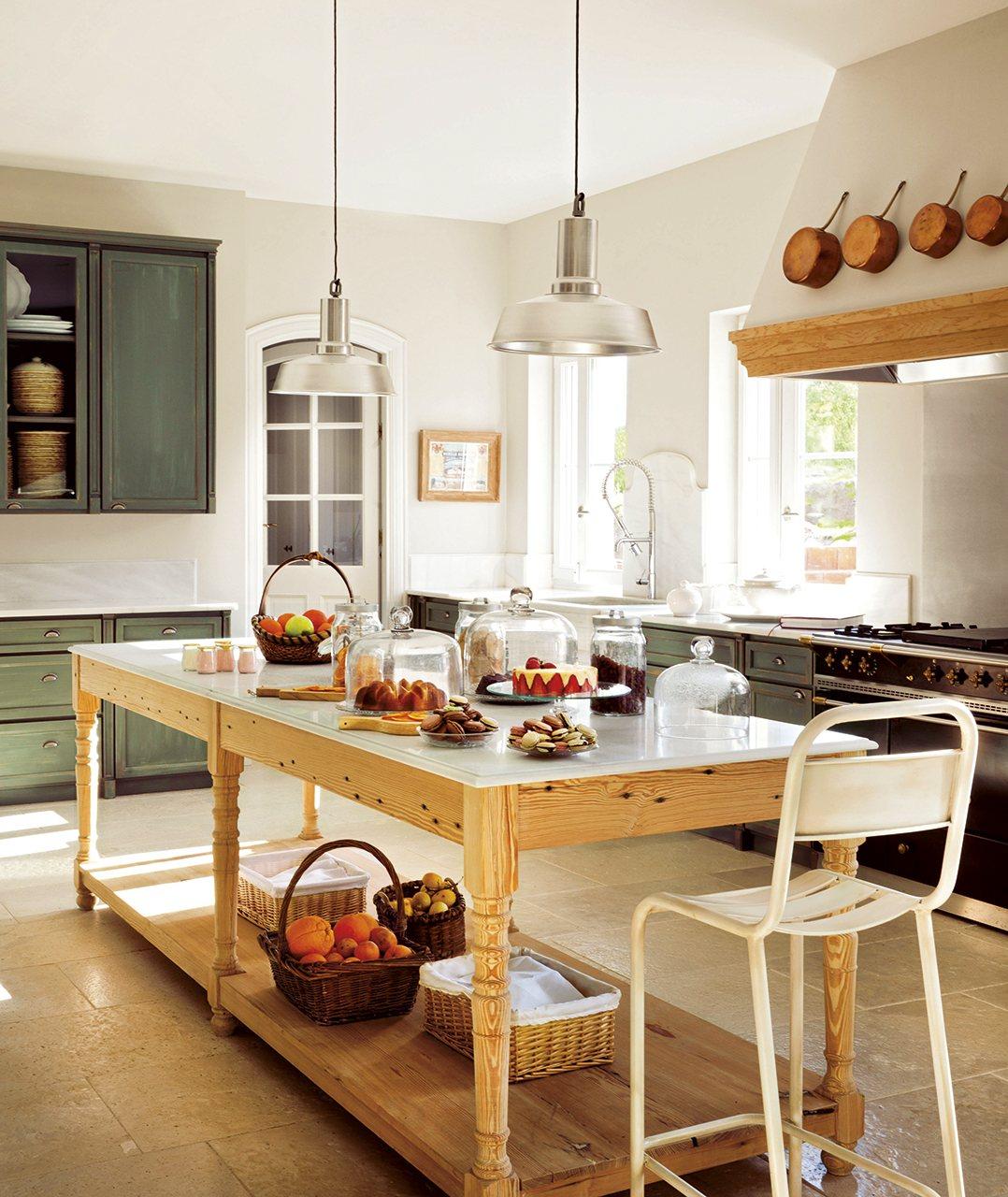 Mueble isla para cocina taburetes negros lamparas for Mueble pared cocina