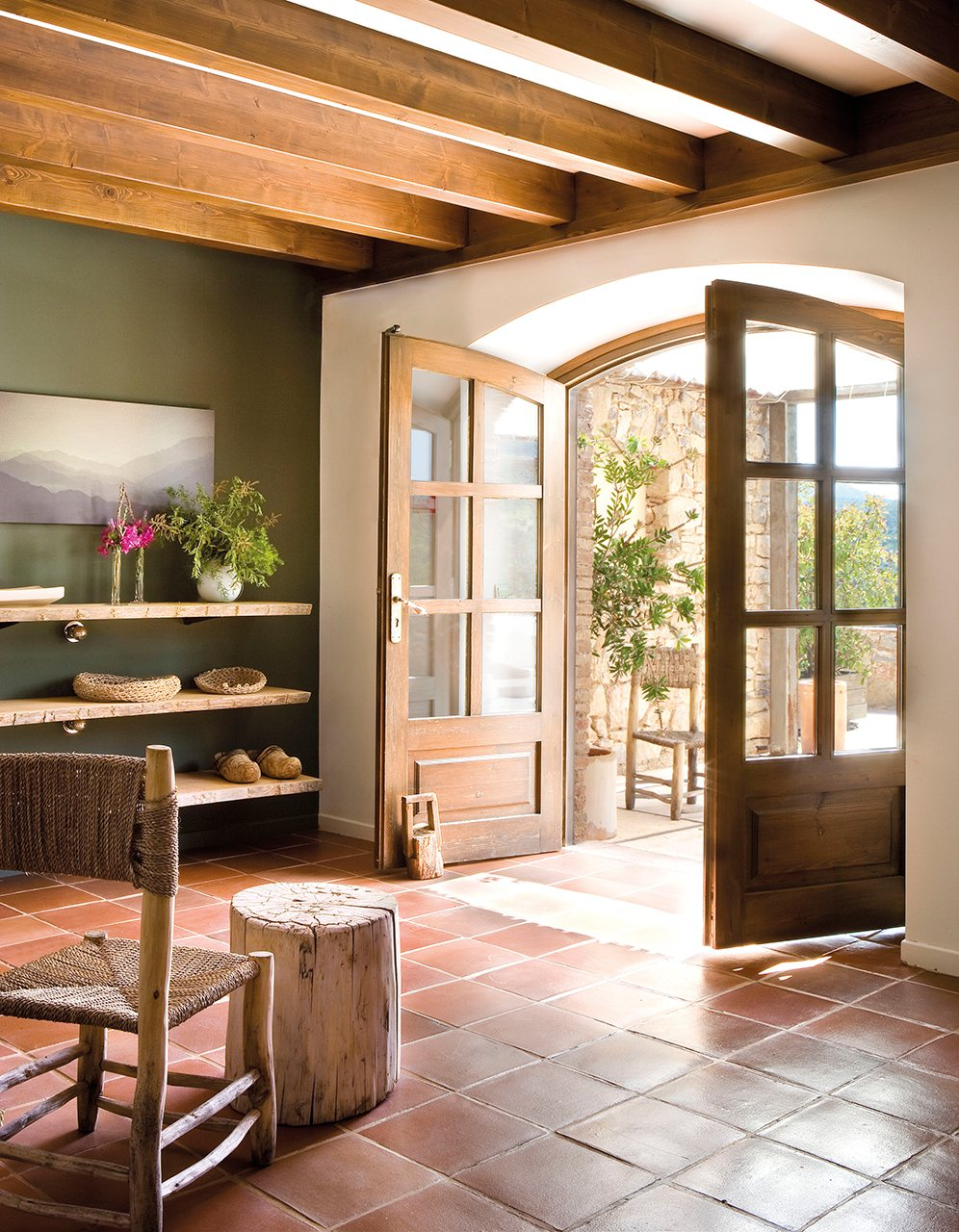 Reinventa tu recibidor con peque os cambios for Puertas para patio interior