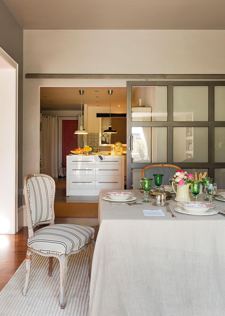 Diez pisos peque os con las mejores ideas para aprovechar - Puerta corredera cocina ...