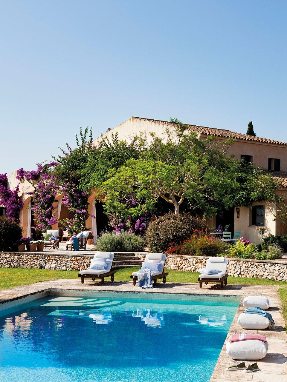 Elige las mejores tumbonas para tu piscina ideas decoradores - Tumbonas para piscina ...