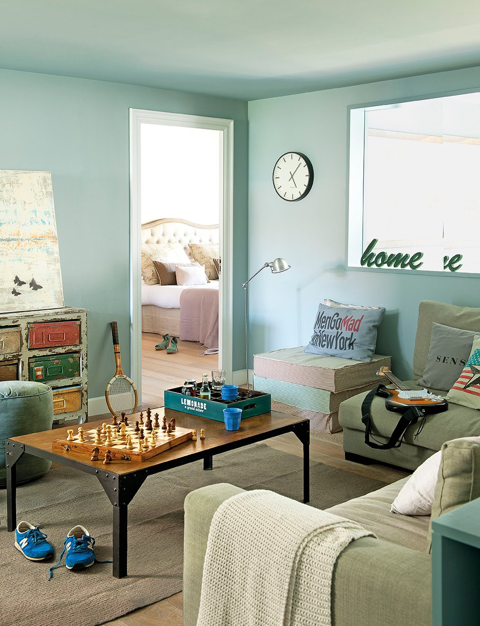 Una reforma muy pr ctica para una familia numerosa for Dormitorios verde agua