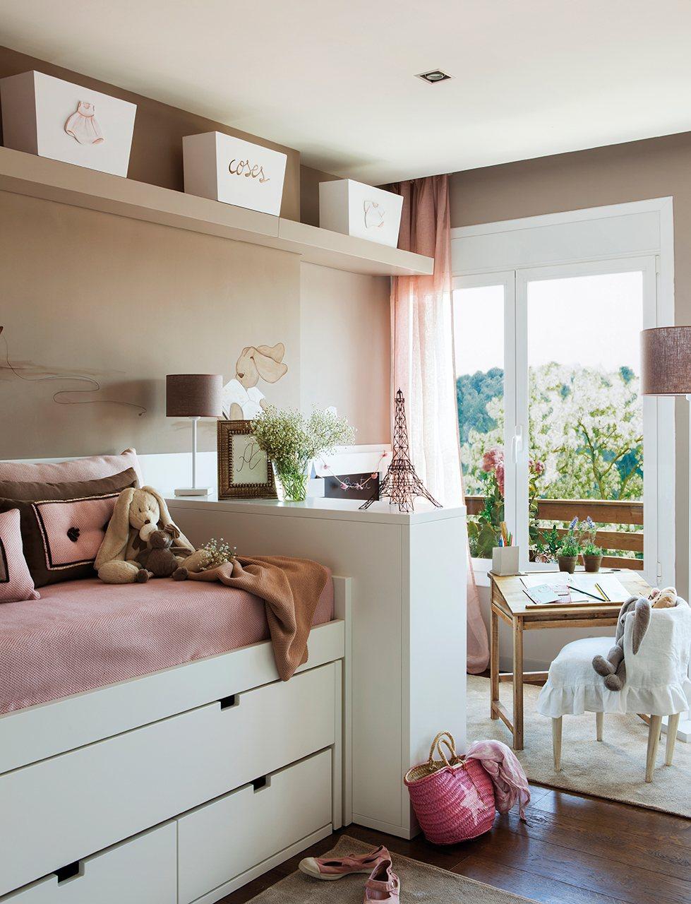 Tres ambientes en un peque o dormitorio for Pequeno mueble para dormitorio adulto