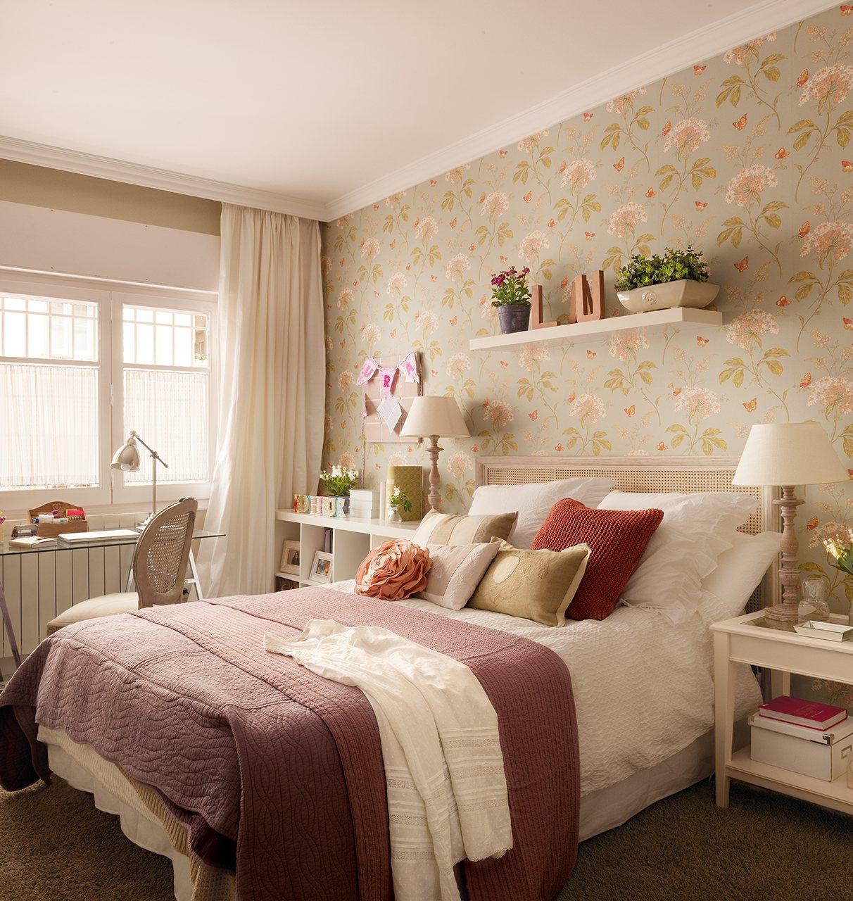 Casa de madrid reformada y decorada con papel pintado for Dormitorios empapelados y pintados