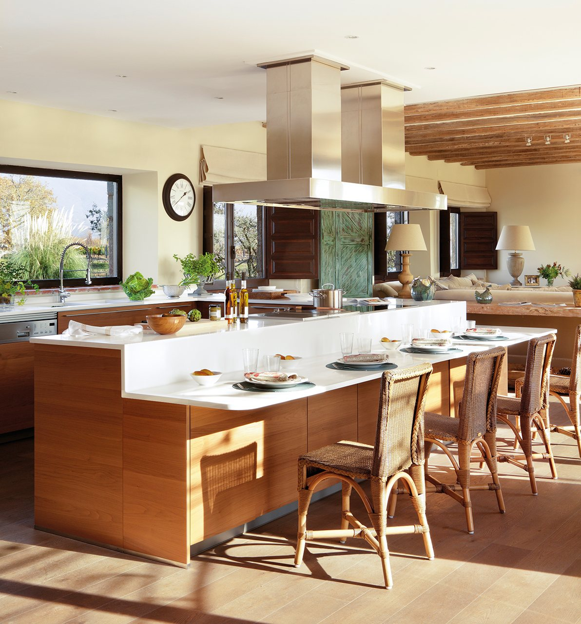 una cocina abierta para reunir a familia y amigos