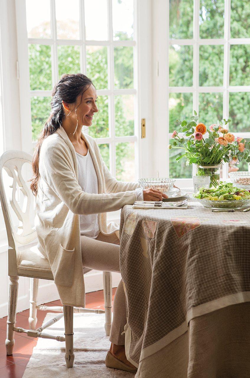 Mejora tu postura en la mesa y mejorar s tu salud for Mesa de comer