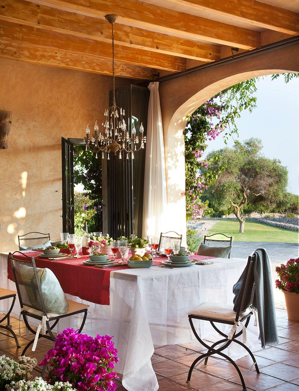 5 comedores de verano for Mesa porche