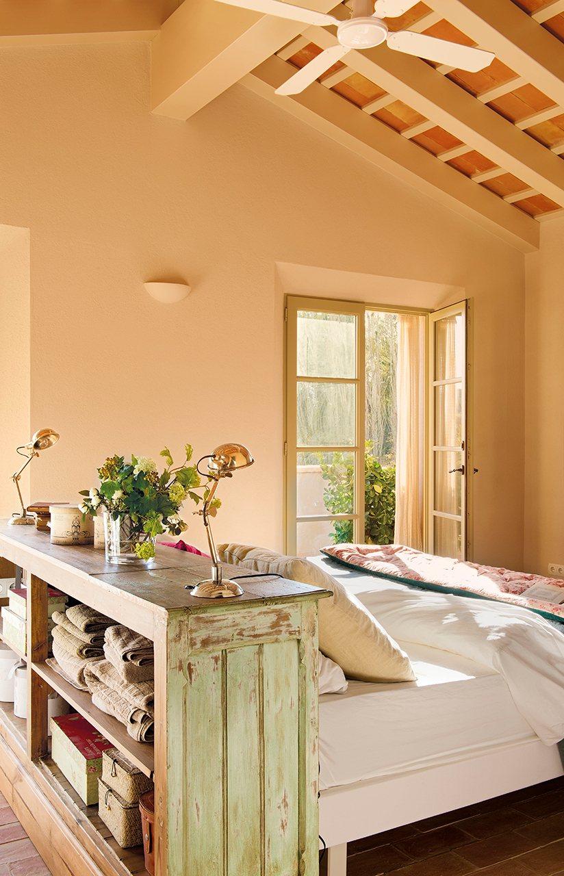 Dormitorios peque os bonitos con grandes ideas for Idea de muebles quedarse