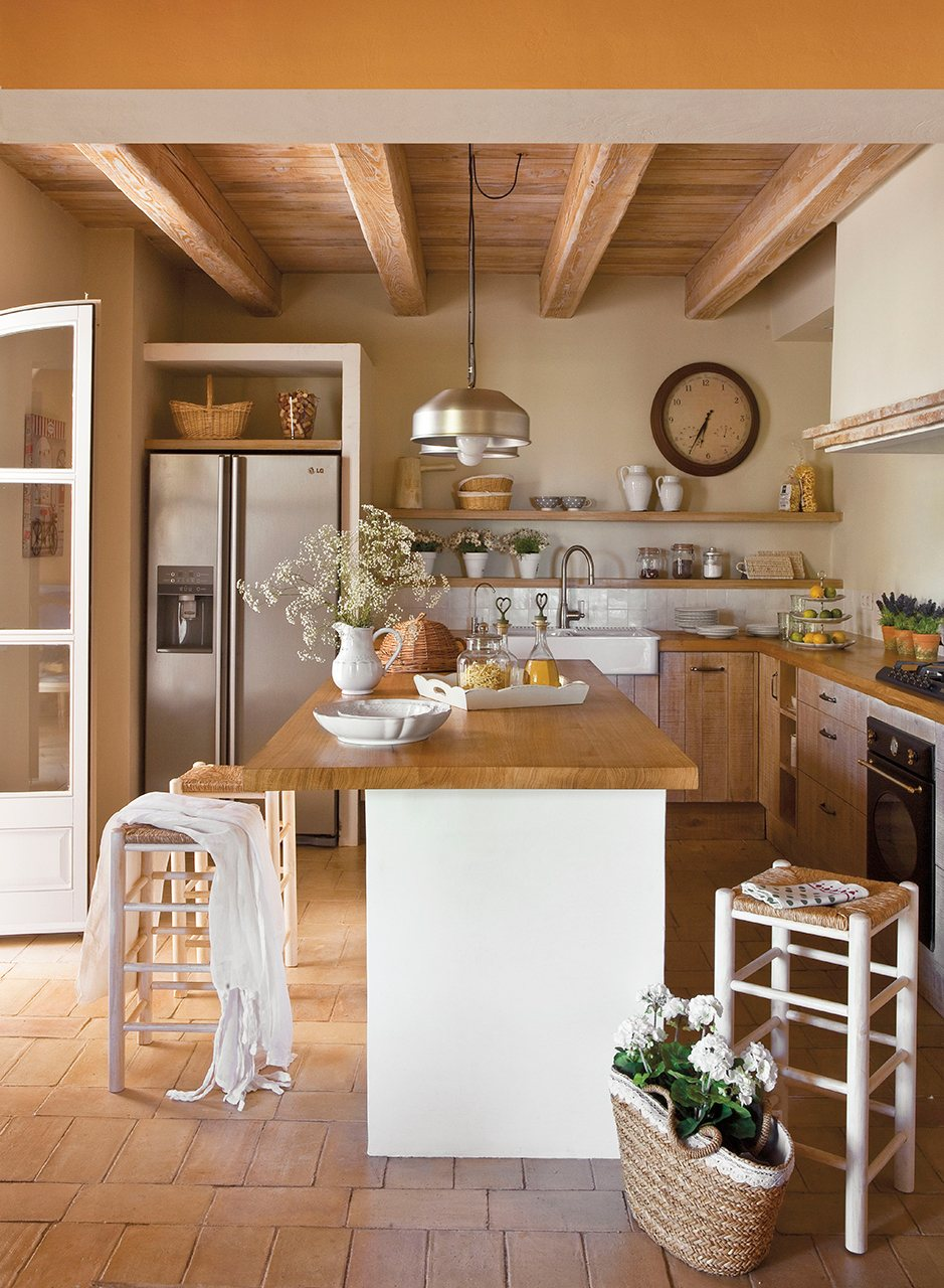 Una masia reformada con aire cl sico for Recamaras individuales contemporaneas