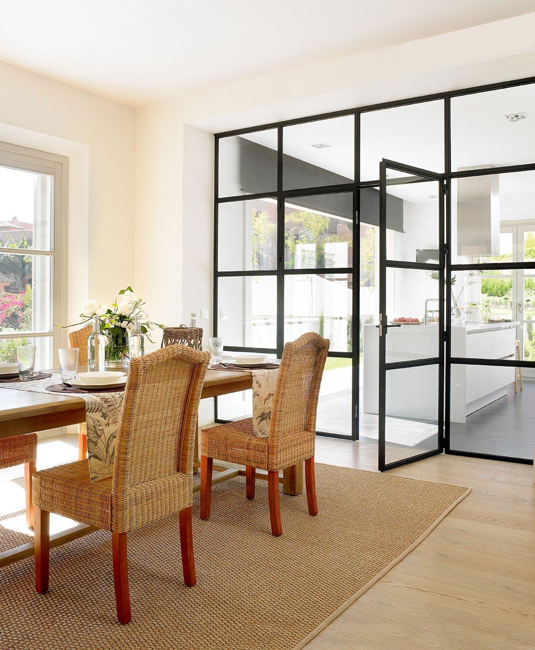 Cambia tu casa renovando puertas y ventanas for Puertas acristaladas correderas