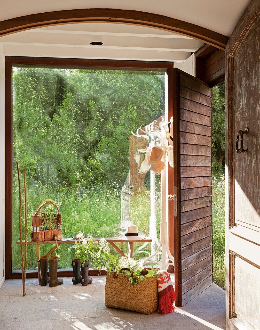 Cambia tu casa renovando puertas y ventanas for Ventanas de aluminio con marco de madera