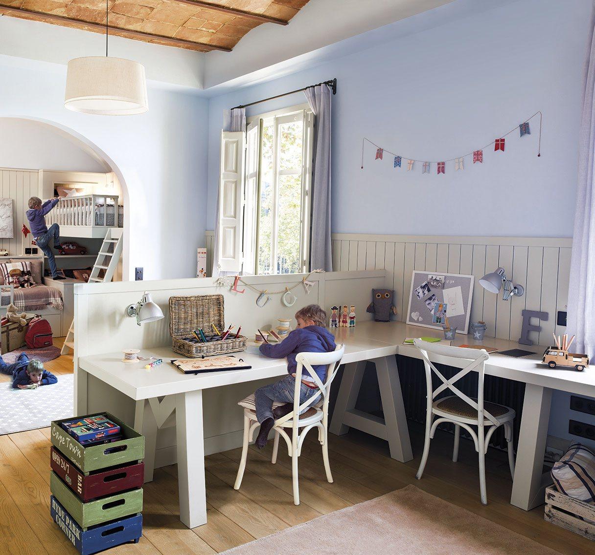 Un cuarto con estudio para tres hermanos - Dormitorios con literas para ninos ...