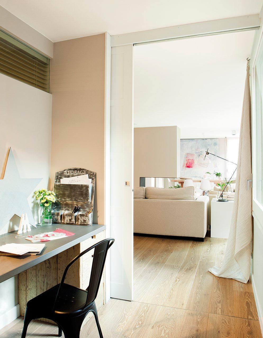 La reforma de un piso para ganar luz for Puertas correderas que se esconden