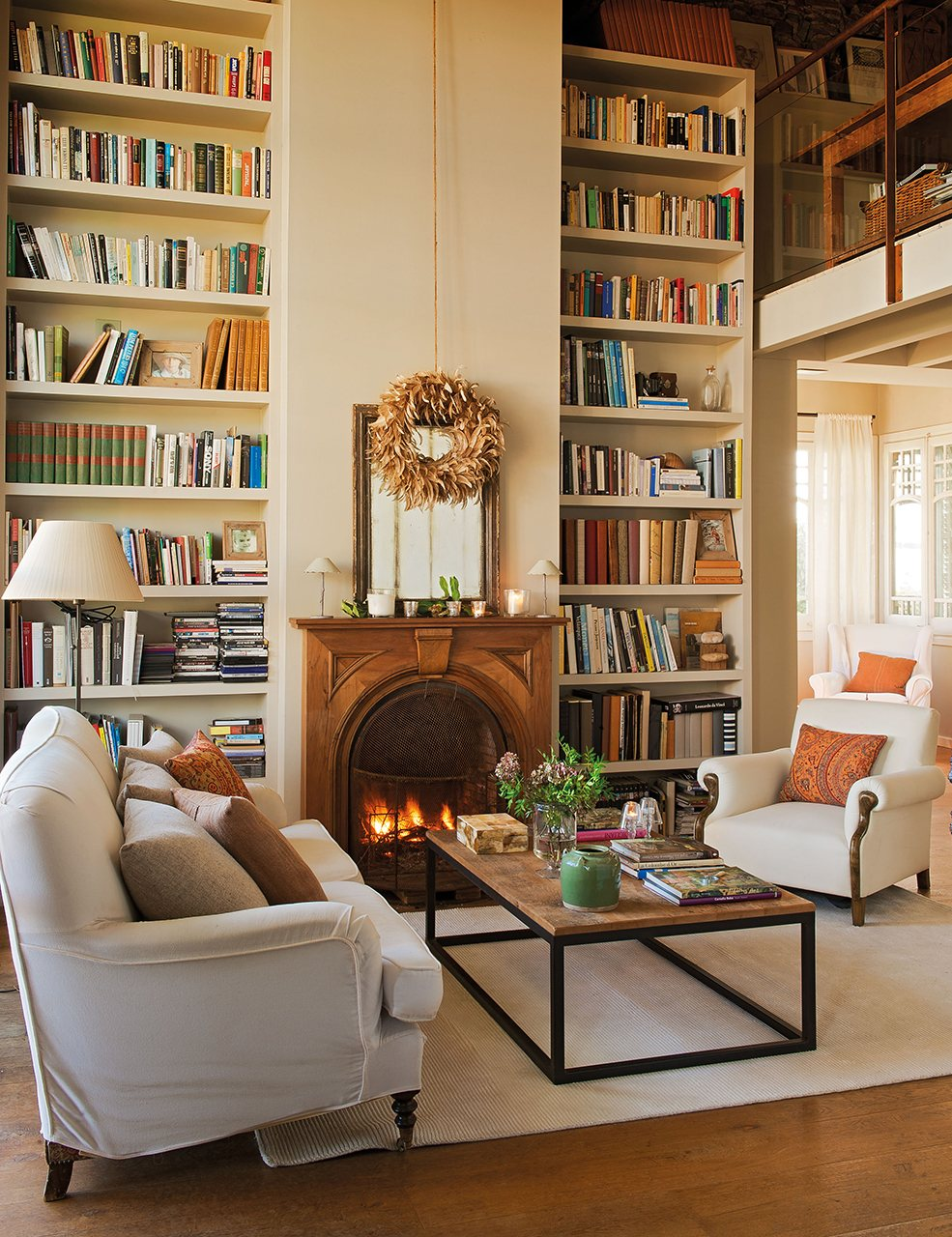 Peque os cambios que ampliar n tu casa - Librerias salon blancas ...