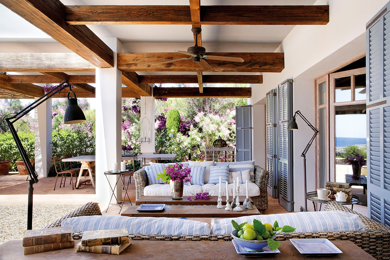 Salones exteriores for Lamparas porche exterior