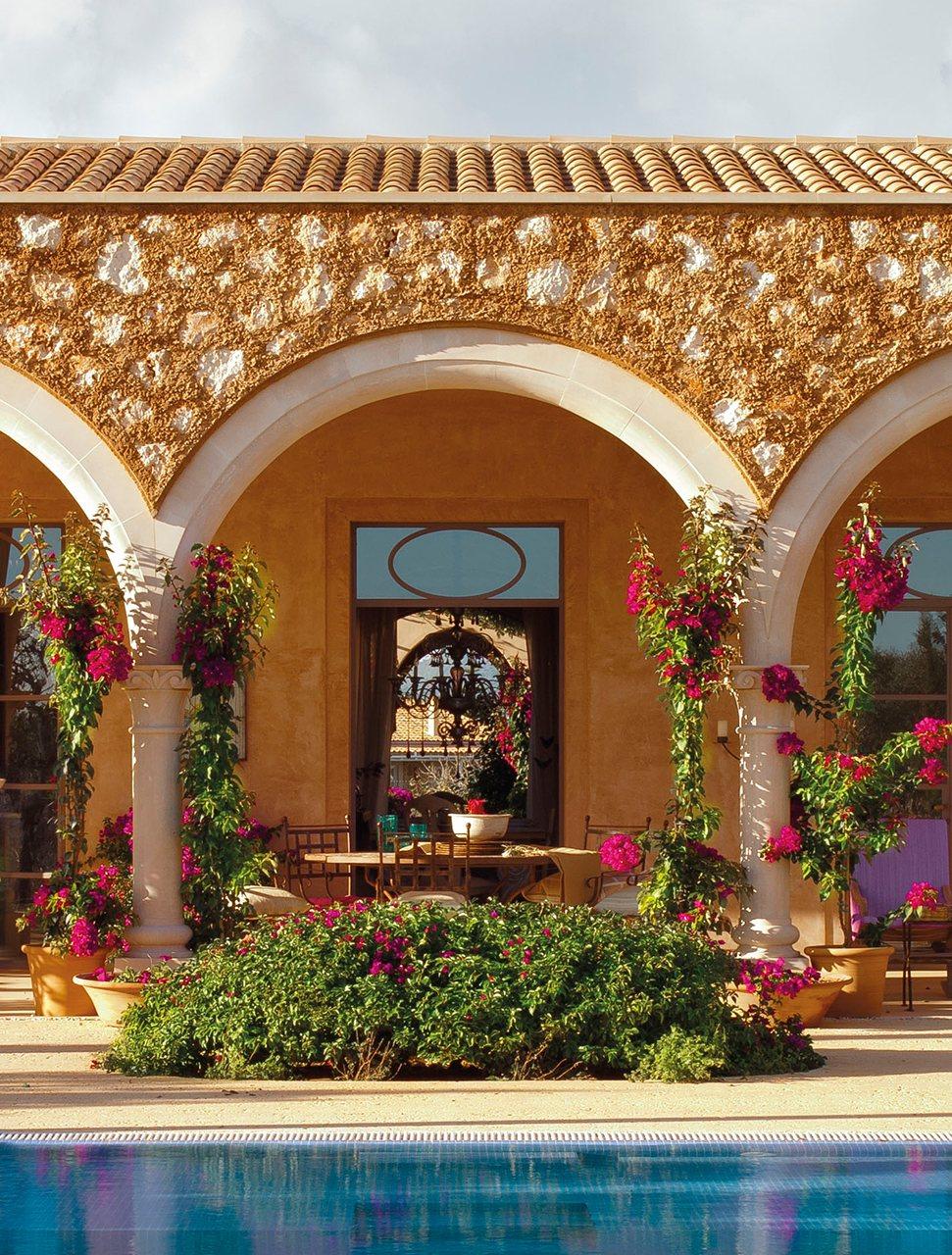 Una casa en mallorca rodeada de olivos for Arcos para jardin