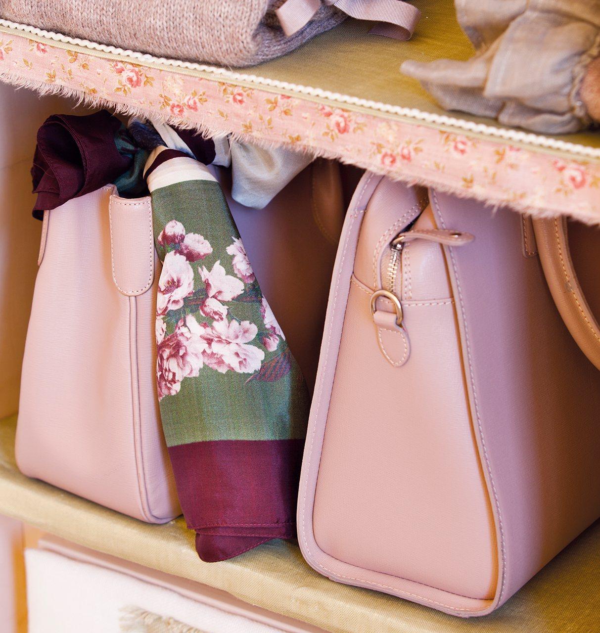 Armario ordena mejor y duplica el espacio - Como guardar los bolsos ...