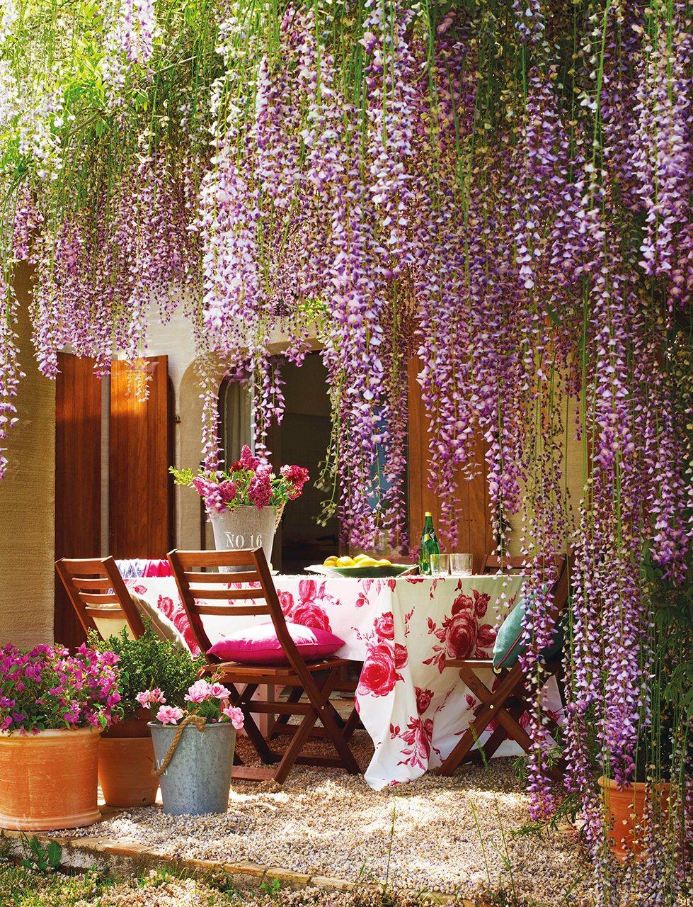 Una casa con estilo de granero for Decorar un porche con plantas
