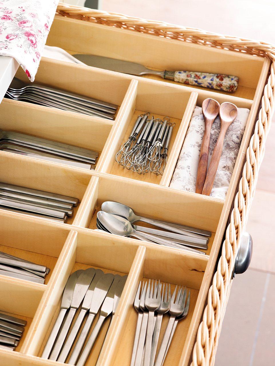 Organiza la cocina y tenlo todo a mano - Bandeja para cubiertos ...