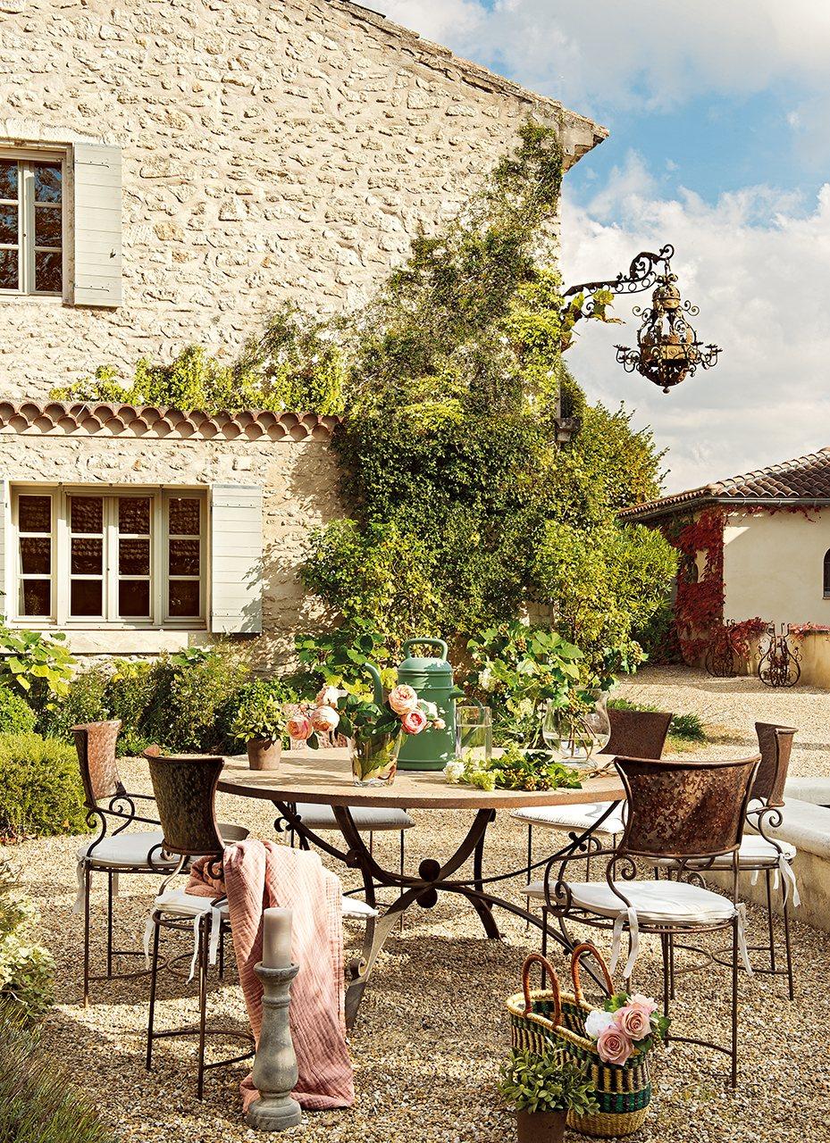 Una vieja casa de hu spedes en la provenza - Sillas de porche ...