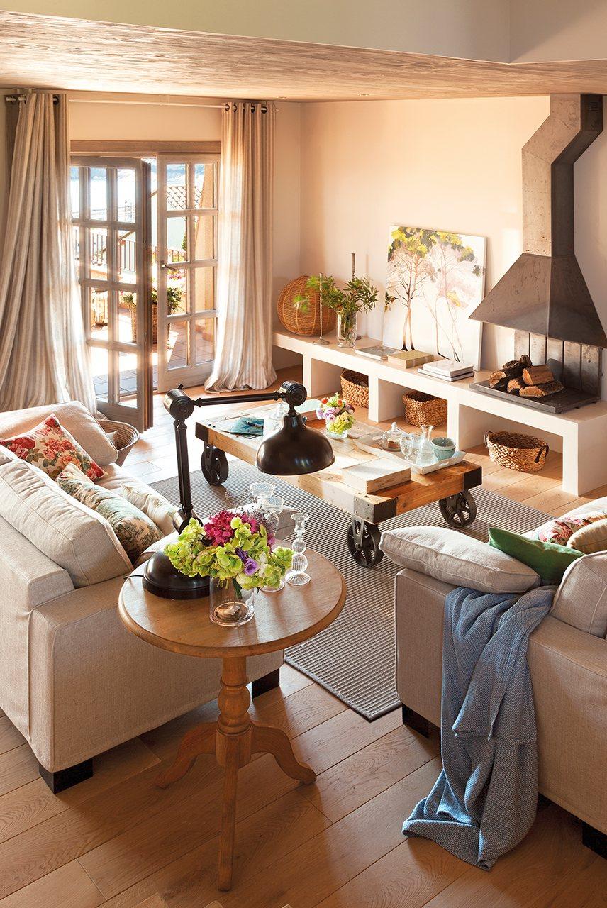 10 trucos infalibles para ganar espacio en el sal n for Muebles de salon con chimenea