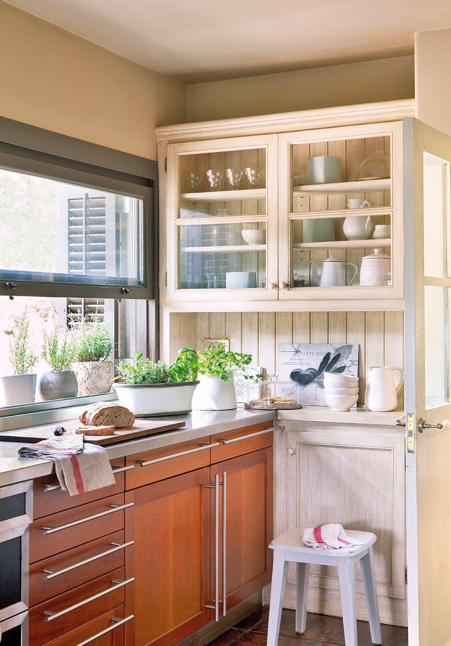 Cambio total solo renovando los detalles - Alacena cocina ...