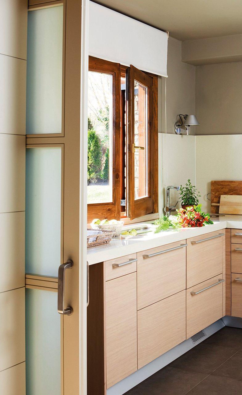 Cambiar puertas de cocina simple lacar las puertas ya sea - Cambiar puertas de cocina ...