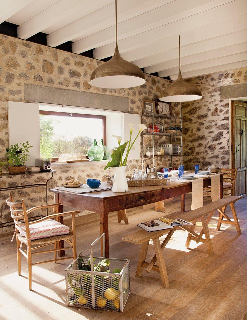Una casa rescatada de las ruinas for Casa y jardin tienda