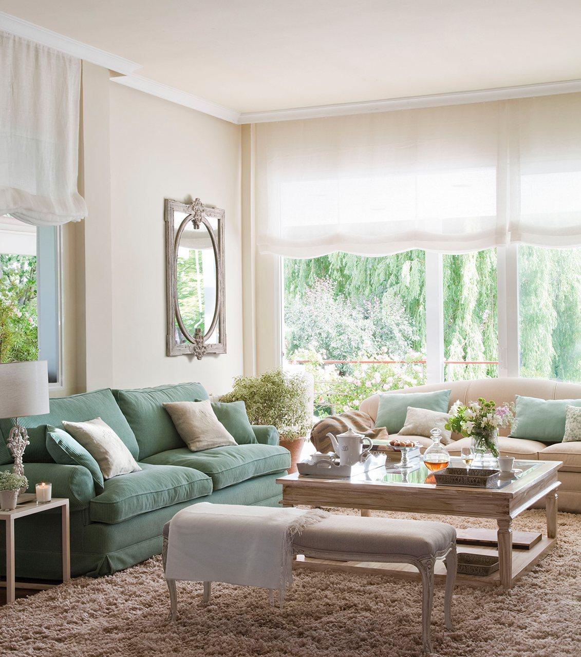 30 salones peque os bien aprovechados con muchas ideas y trucos - Sofa para salon ...